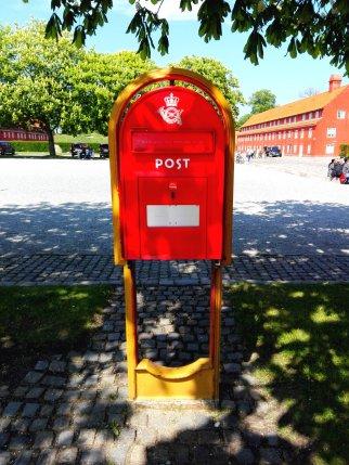 Briefkasten der königlichen Post im Kastelett