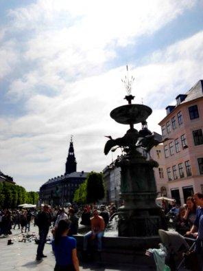 Storchenbrunnen und Christiansborg