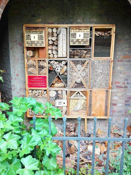 Insektenhotel am Pavillon im alten botanischen Garten