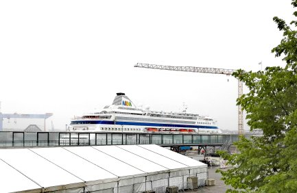 AIDAcara am Ostseekai in Kiel