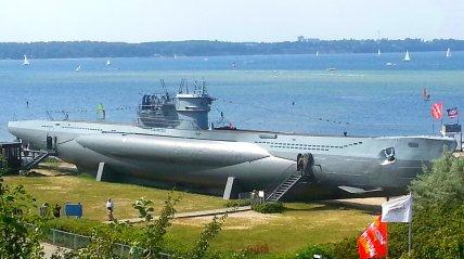 U-995 am Strand von Laboe